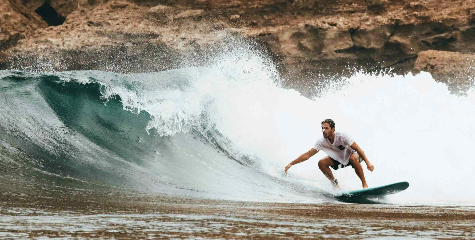 Viajes deportivos y de aventura: surf, kitesurf, trekking y senderismo