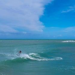 vacaciones kitesurf en Brasil - olas - Tribbuu