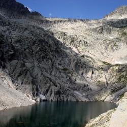 Trekking tour de l'Aneto en el macizo de la Maladeta Col Mulleres y lago - Tribbuu